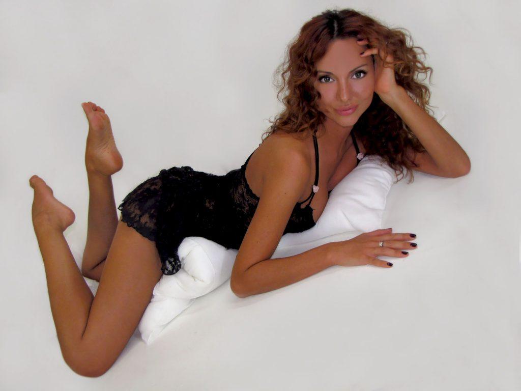 Hot cam girl Jasmine in black lingerie