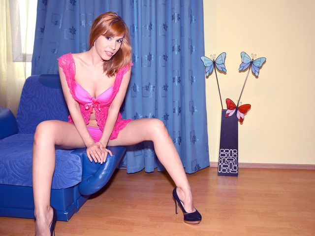 Cam girl Kate - long legs, hot body