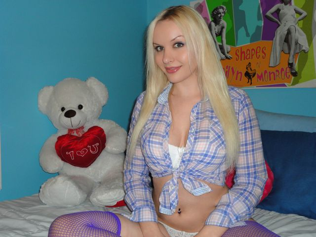 Hot blonde cam girl Samantha