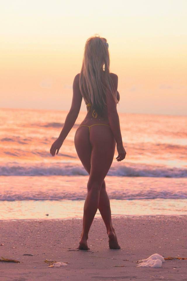 Hot cam girl Blake - perfect body, nice round ass