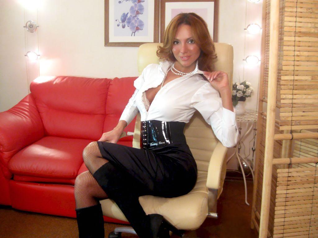 Slutty secretary Jasmine - sexchat, striptease on cam