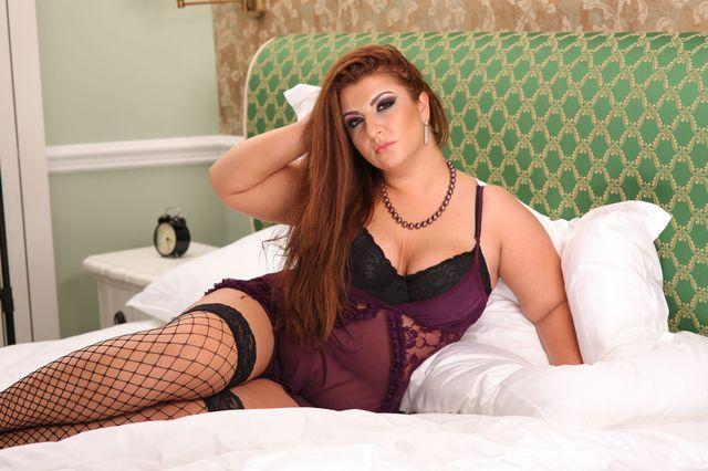 Busty bbw Alice - striptease on webcam