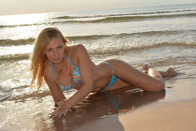 Hot cam girl Marianne in new bikini