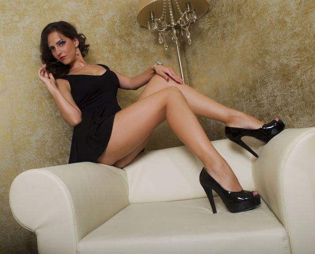 Hot cam girl Anastacia - sexy legs