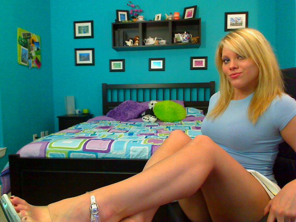 Slutty cam girl - sexy legs