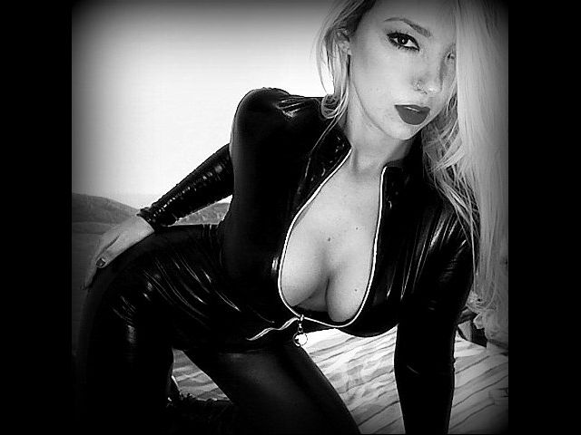 Hot, horny cam girl Vanessa