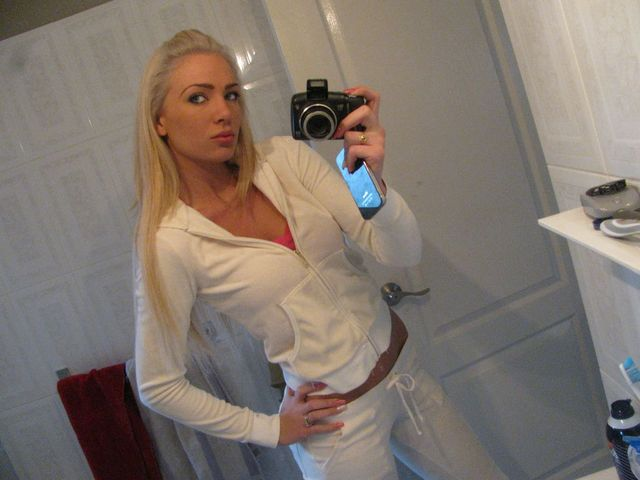 Naughty, single girl Ashley - sexchat, adult dating