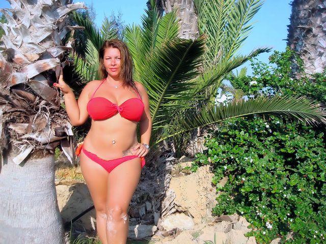 Big natural boobs, curvy body - busty camgirl Julia