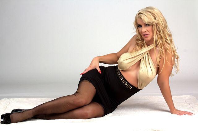 Busty sexy MILF Hannah