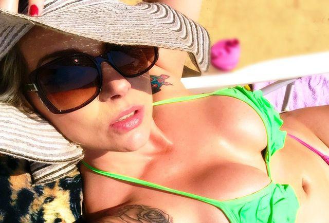 Hot cam girl Vanessa in new bikini