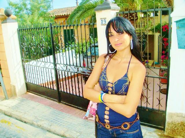 Sweet & sexy girl next door Mia