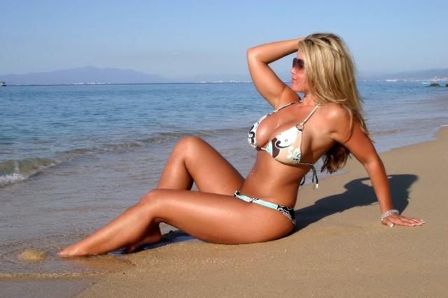 Busty webcam girl bikini
