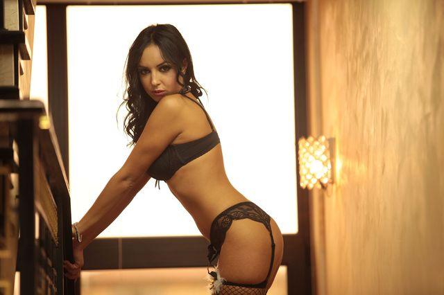 Hot cam babe Jordan in black lingerie