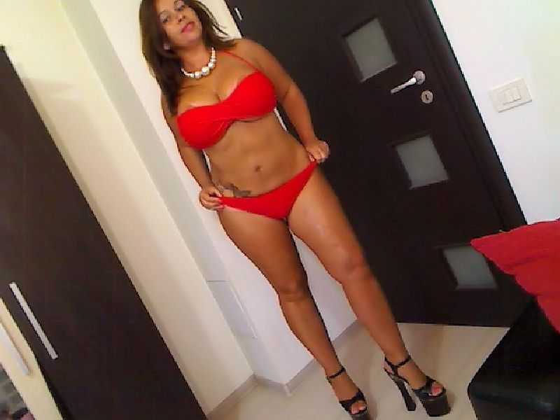 Busty cam girl Julia in red bikini