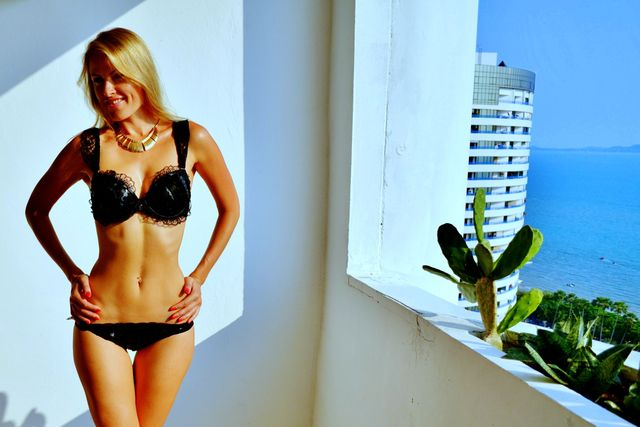 Hot camgirl Rachael in black lingerie