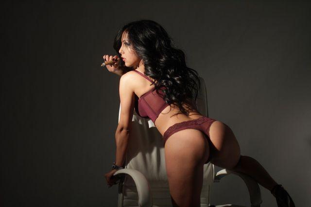 Hot brunette cam girl Victoria