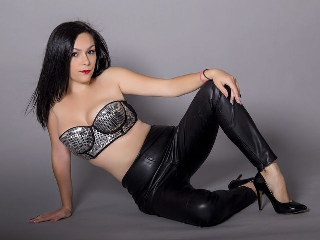 Hot camgirl Kimberly in black leather pants