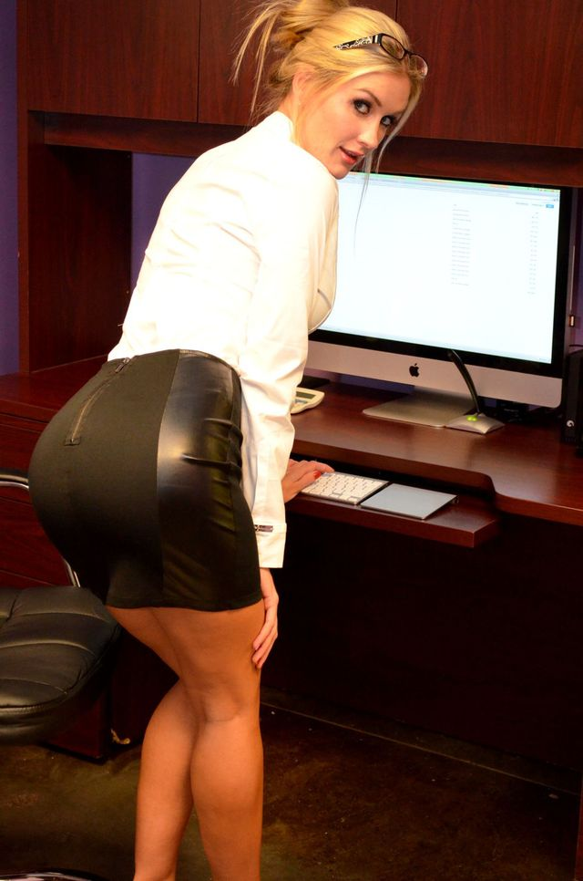 Hot secretary Morgan - big sexy ass