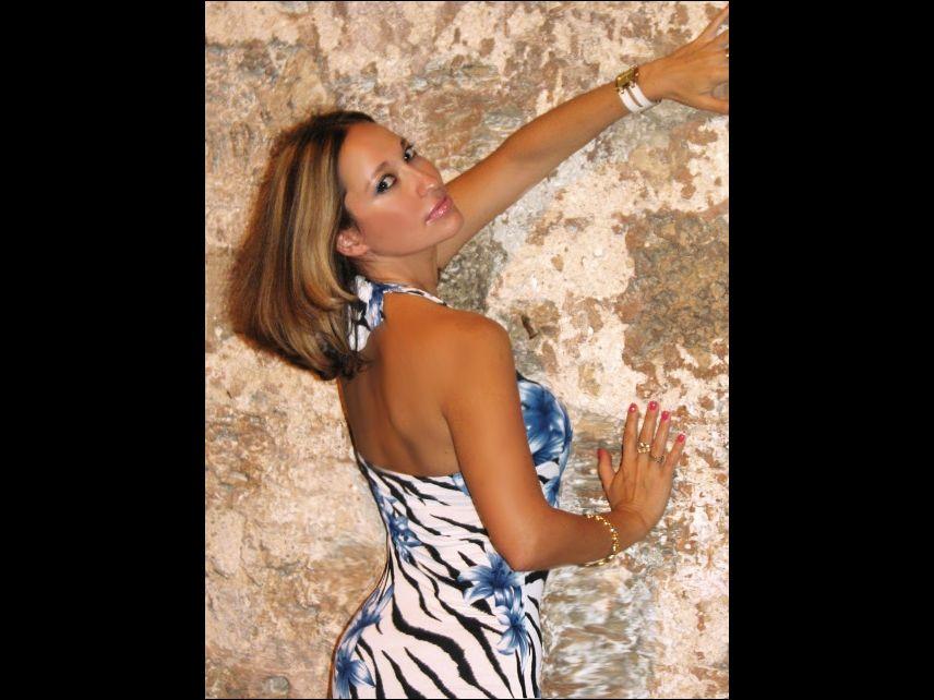 Hot MILF Emanuelle - sexchat, striptease on cam