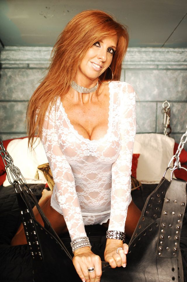 Hot & sexy MILF Pammy