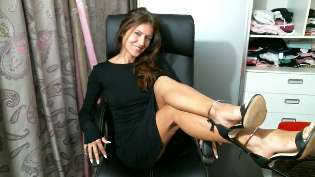 Hot webcam girl Danielle - sexy legs