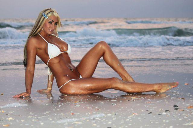 Hot, busty cam girl Blake in new bikini