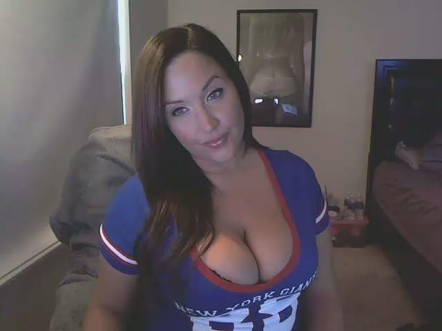 Big natural boobs - sweet, sexy camgirl Tia