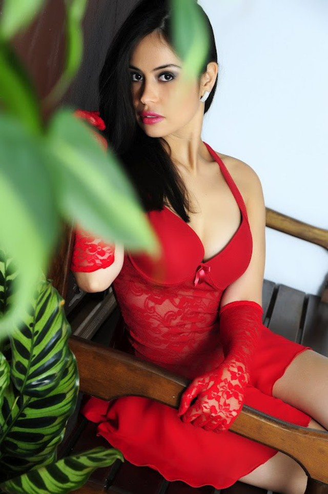 Hot candid girl Luana in red outfit