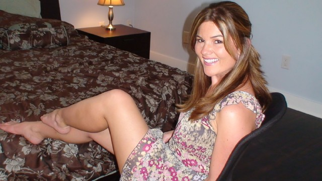 Hot country girl Alexis - sexchat, striptease on cam