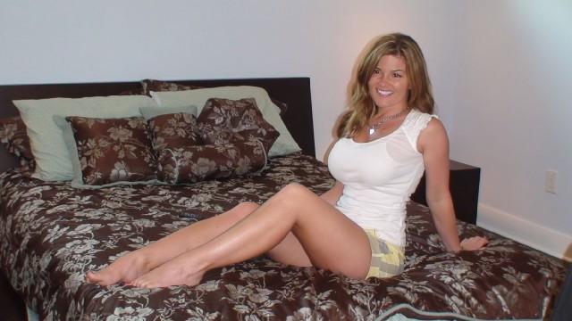 Hot, sexy cam girl Alexis