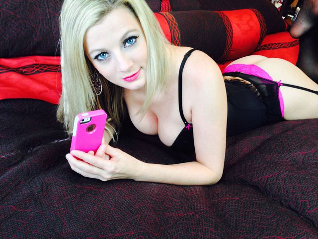Hot and sexy blonde cam girl Madison - sexchat, striptease on cam
