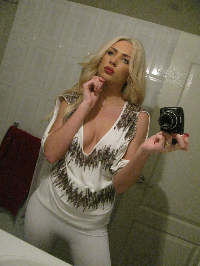 Hot blonde cam girl Ashley - sexchat, striptease on cam