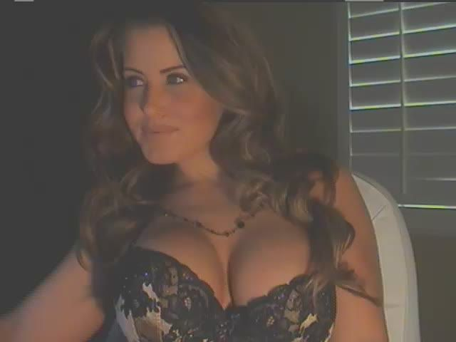 Busty girl home alone - sexchat, striptease on cam