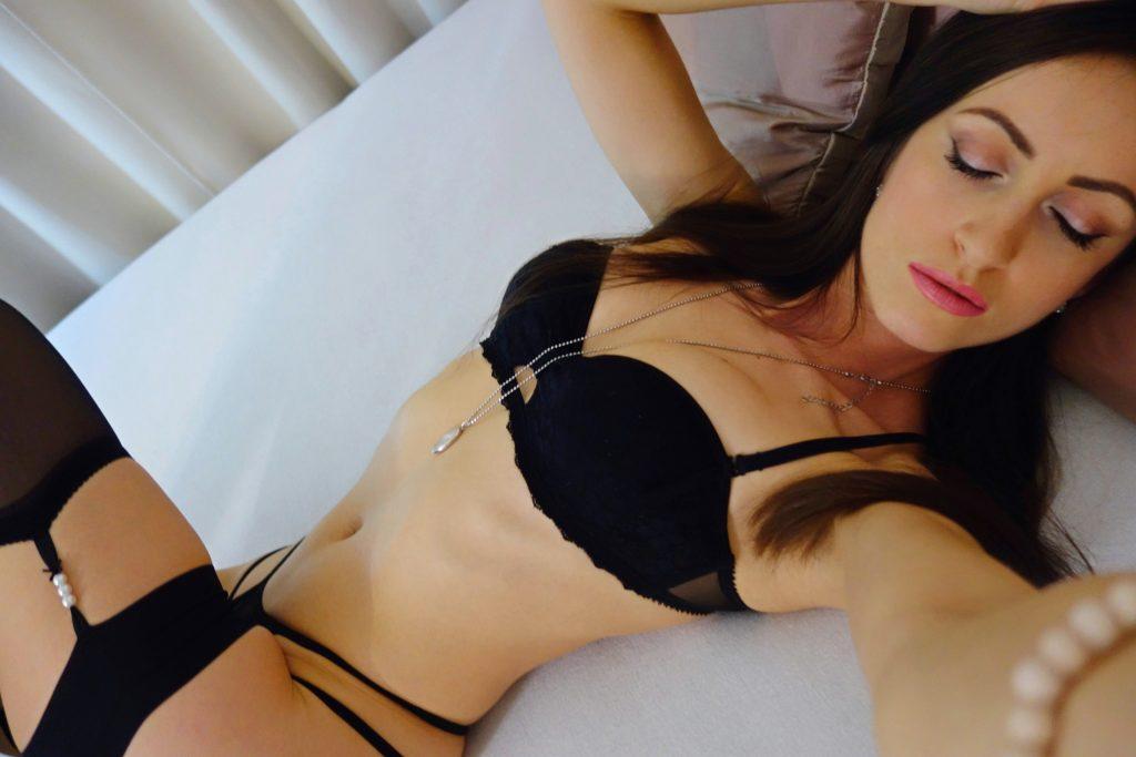 Hot cam babe Julia in black lingerie
