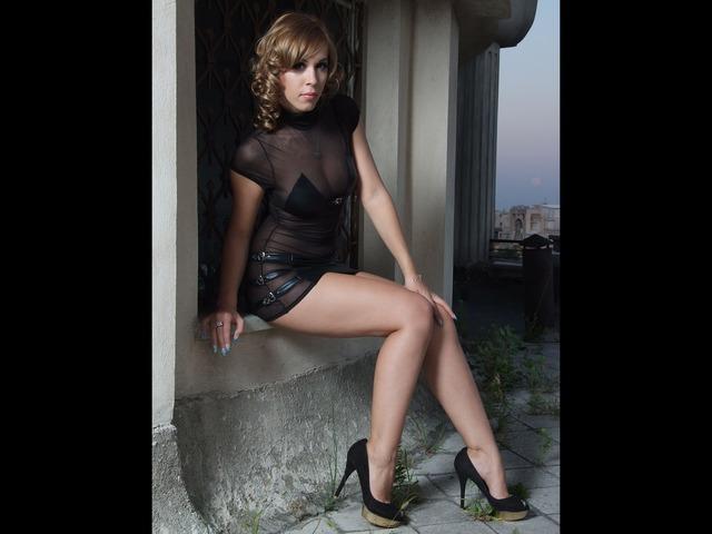 Candid cam girl Kate in short black dress