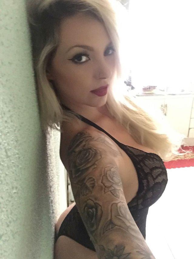 Hot, freaky blonde cam girl Vanessa