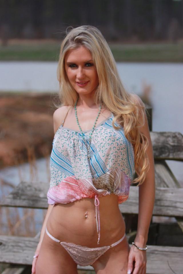 Hot wild blonde cam girl Morgan