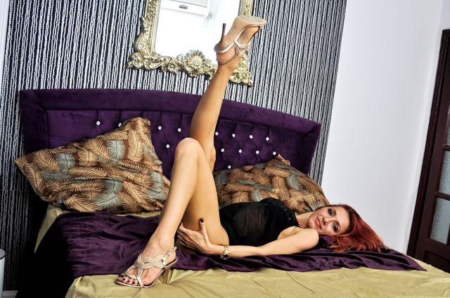 Hot cam girl Christiana - long legs, slim body