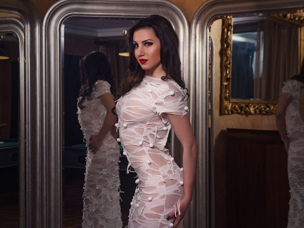 Hot cam girl Jessica in sexy white dress