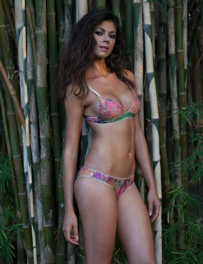 Young cam girl Jessica in new bikini