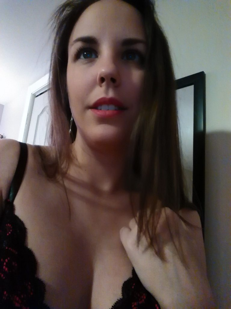 Sweet and sexy canadian cam girl Amy