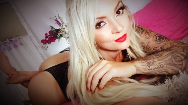 Hot blonde cam girl Vanessa