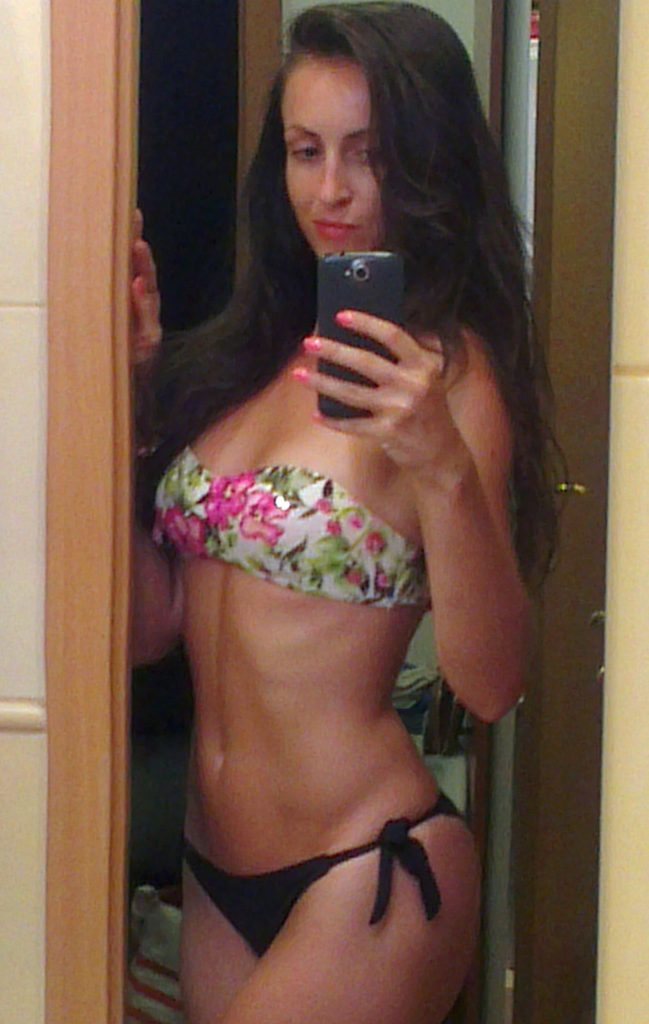 Hot cam girl Julia home alone - sexchat, striptease on webcam