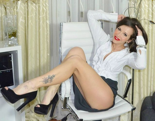 Hottest cam girl Anna - sexy legs, beautiful body