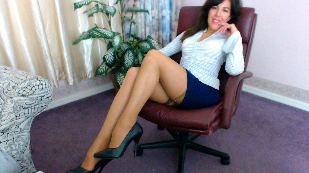 Hot MILF Sandy - sexchat, striptease on cam