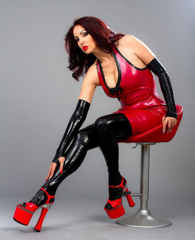Hot, seductive MILF Eden in latex outfit
