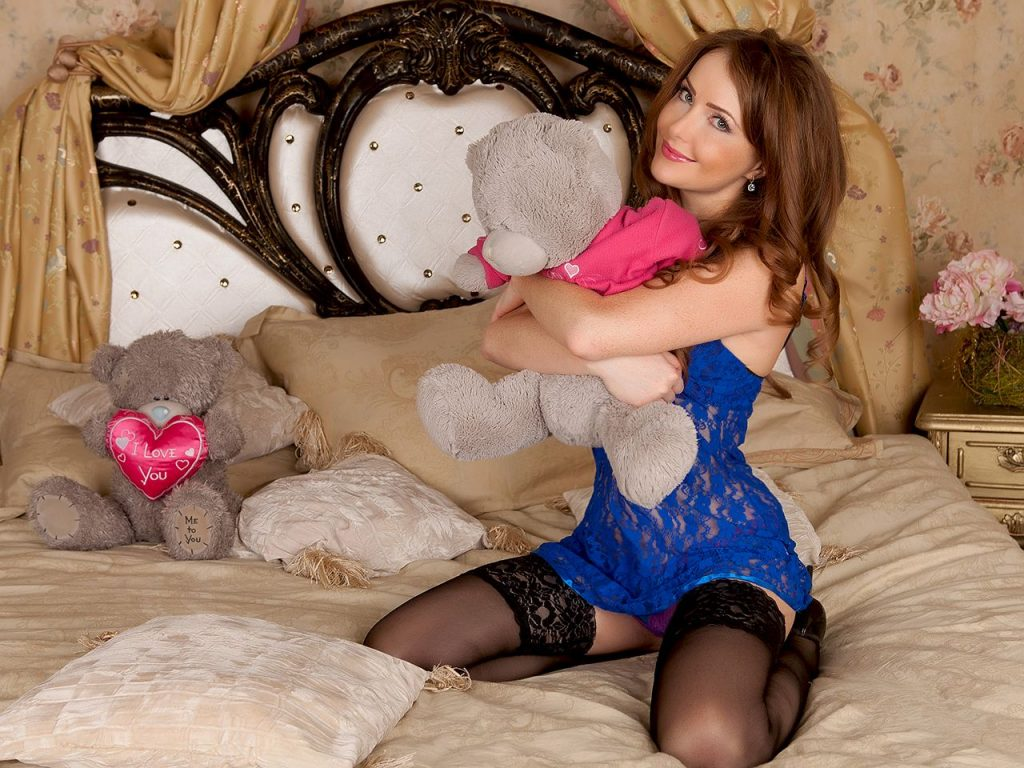 Hot cam girl Audrey in new lingerie and black stockings