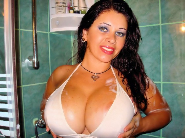 Big boobs - hot latina camgirl Julia
