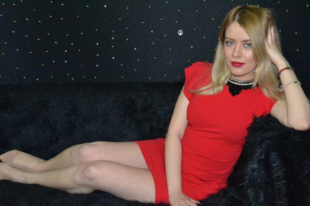 Hot blonde cam girl Loraine